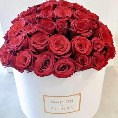 Купить на заказ Заказать Красные розы в коробке Maison с доставкой по Павлодару  с доставкой в Павлодаре