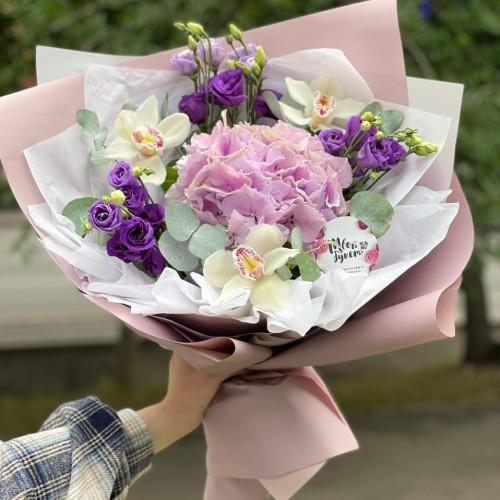 Купить на заказ Букет гортензия с орхидеей  с доставкой в Павлодаре