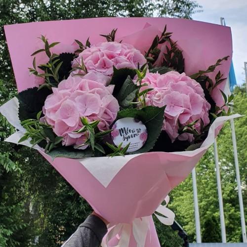 Купить на заказ Букет с гортензиями с доставкой в Павлодаре