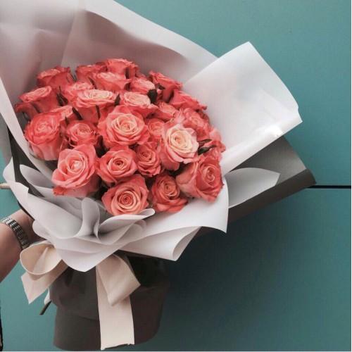 Купить на заказ Заказать Букет из 31 коралловой розы с доставкой по Павлодару  с доставкой в Павлодаре
