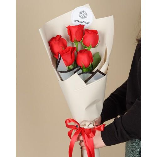 Купить на заказ Букет из 5 красных роз с доставкой в Павлодаре