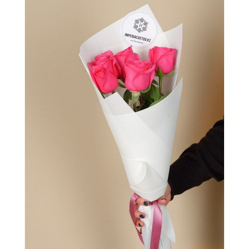 Купить на заказ Букет из 5 розовых роз с доставкой в Павлодаре