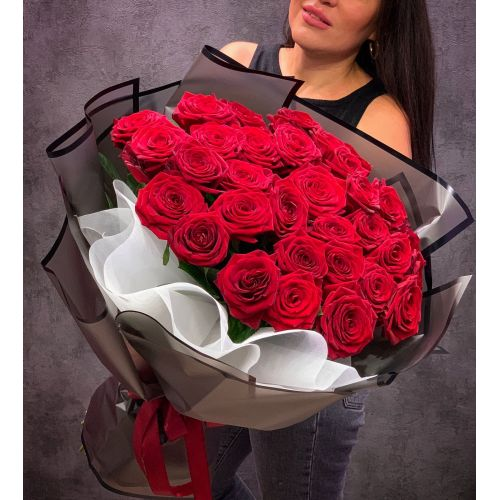 Купить на заказ Букет из 35 красных роз с доставкой в Павлодаре