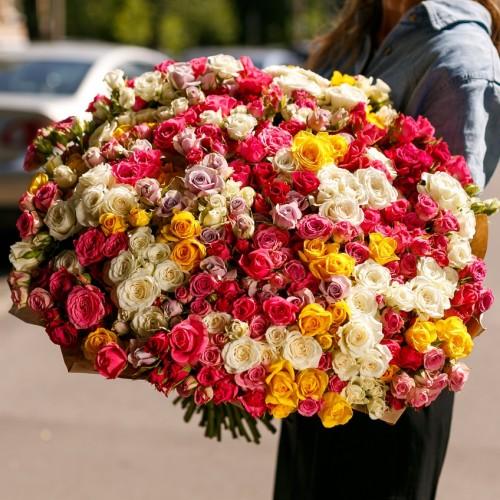 Купить на заказ Заказать Букет из 101 спрей розы с доставкой по Павлодару  с доставкой в Павлодаре